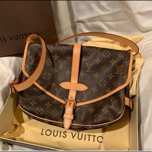 Louis Vuitton Saumur MM crossbody!!!